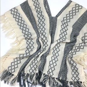 Free People Poncho Cream and Gray OS